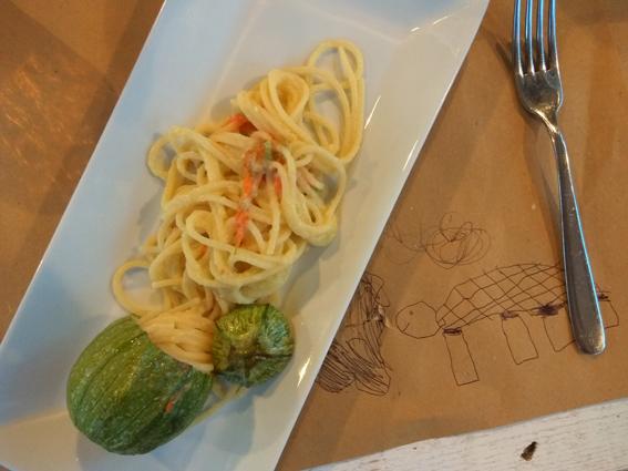 menù bimbi: spaghetti alla zucchina senza verde
